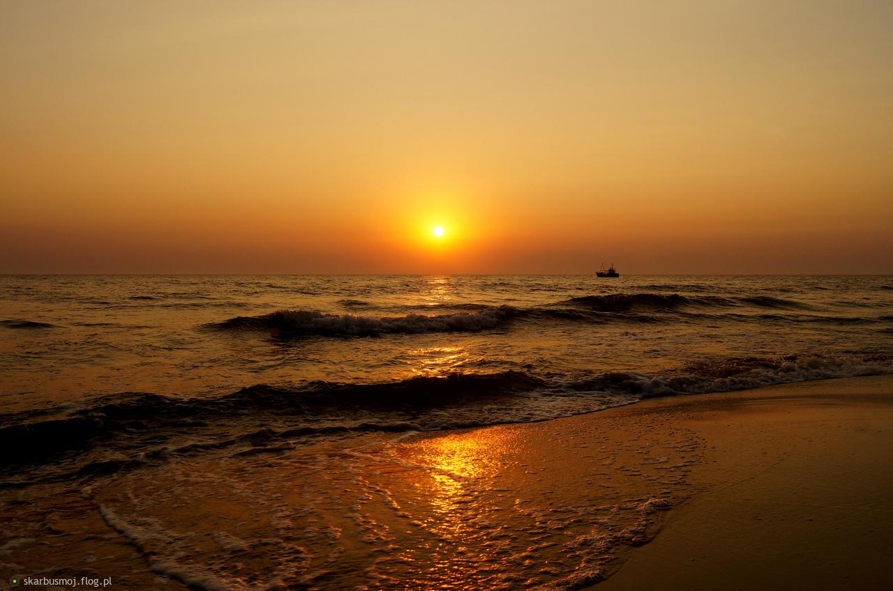 ...zachodami i wschodami słońca niebo najpiękniejsze barwy przybiera...pokolorujmy  swoje życie nimi...