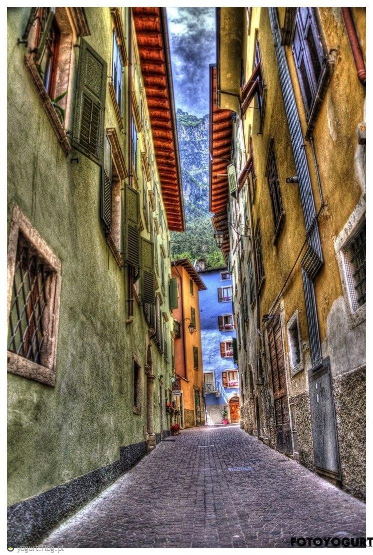 Uliczka, Torbole, Włochy, hdr